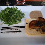 tranches de foie gras poilées,crème aux morilles