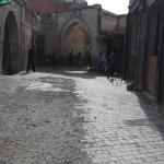 Estas es una de las calles de la medina, por donde llegas al Riad Alwane.