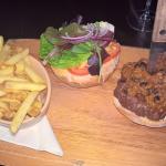 6 oz Chilli burger n skinny fries