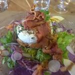 grande salade de camembert rôti et jambon de pays grillé