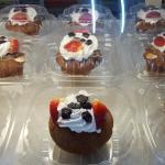 Muffins de zanahoria con blueberry y strawberry.