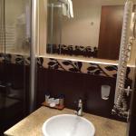 City Avenue Hotel Bathroom