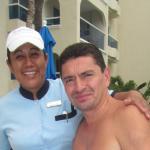 Sandra Cruz, excelente mesera de piscina. Siempre sonriente y atenta