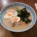 Tonkotsuramen mit extra Toppings Ei und Wakame