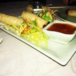 Nem rau chên giòn (crispy vegetable spring rolls with sweet chili sauce)