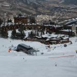 situation idéale à coté des remontées mécaniques, parking et magasin de sport (location ski)
