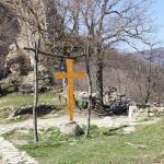 рядом церквушка