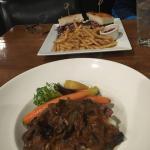 Zdjęcie Maple Grill Restaurant & Catering