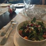 Essen war sehr gut. Sellerie Kartoffelsuppe mit Lachs und Brotchip. Salat. Pasta. Rumpsteak. All