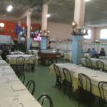 Il campo di bocce e la sala provvisoria del ristorante durante la ristrutturazione
