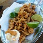 Quiosque delicioso em frente a linda praia de Castelhanos! Atendimento e estrutura ótimos! A cai