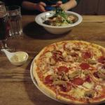 Huset Special pizza and Lasagne