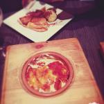 Entrecôte beurre maître d'hôtel  Pot de crème à la pistache et chocolat chaud  Crème brûlée à la