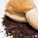 nuestro arena de chocolate con helado de caramelo