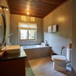 Bathroom of Deluxe Garden View Room