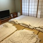The Japanese style room is out of expectation, dinning room and beds were separated with a good