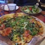 피자는 늘 양이 많아서 다 못먹고 남은 음식을 싸가게 됩니다. 정말커요!