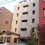 ホテル前には駐車場有ります。