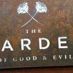 ภาพถ่ายของ The Garden of Good and Evil