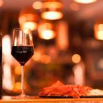 vin rouge et charcuterie