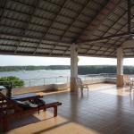 Sur le toit se trouve une terrasse avec vue panoramique