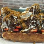 waffle with strawberry,cream, chocolate and speculoos crumbs.... delicious!