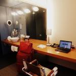 escritorio y lavamanos tipo camarín