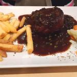 Rinderfilet mit Pfeffer-Rotwein-Sauce