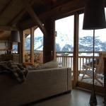 Photo de Chalet Abode - The Alpine Club