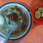 Satu porsi sup ubi lengkap