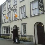 Leens Bar & Restaurant