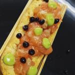 Tapa de, tosta de tartar marinado con caviar de soja y guacamole