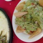 guacamole, queso fundido con chorizo y nopales
