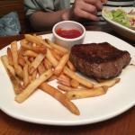 メインのお肉の他に2品(サラダ、サイドメニュー)を選択するシステム