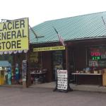 Glacier General Store and Cabins Foto