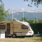 camping ombragé vue sur montagne