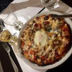 Une pizza, avec des ingrédients en supplément : excellente ! Pâte impeccable, ingrédients frais,