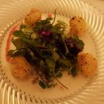 Wildkräutersalat mit Garnelen