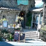 entrée du restaurant avec la terrasse sur la droite