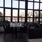 Blick auf Terrasse und Rhein