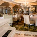Live entertainment offered every Friday and Saturday evening as well as Sunday luncheon