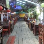 Peeping Som's Bar and Restaurant Foto