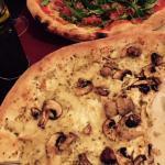 pizzas con una masa excelente y ingredientes frescos