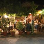 Sigelakis Taverne am Abend