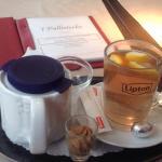 Fuimos para resguardarnos de la lluvia y nos tomamos un té en un lugar con mucho encanto, tranqu