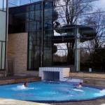 The indoor bathing area is big and from there you can swim through a channel out to an outdoor p