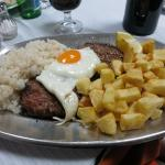 Hamburger (2 pieces) with egg, rice and potatoes: 4,50 € !