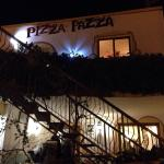 Very nice people, awesome place and a beautiful village Pedralva. The pizzas are very good, but