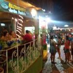 Rua Mucugê à noite, onde fica a Pousada Tororão
