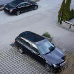 Parkplatzsituation vor dem Hotel